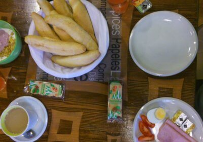 Lecker Frühstück in Plzeň und die eine große Müslischüssel (c) radelei.de