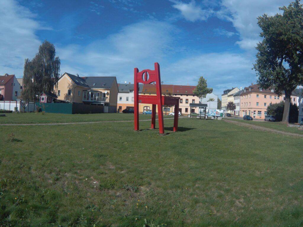 Großer Roter Stuhl in Glauchau (c) radelei.de
