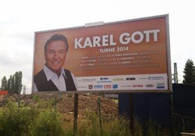 Karel Gott Plakat am Ortseingang vor Pilsen (c) radelei.de