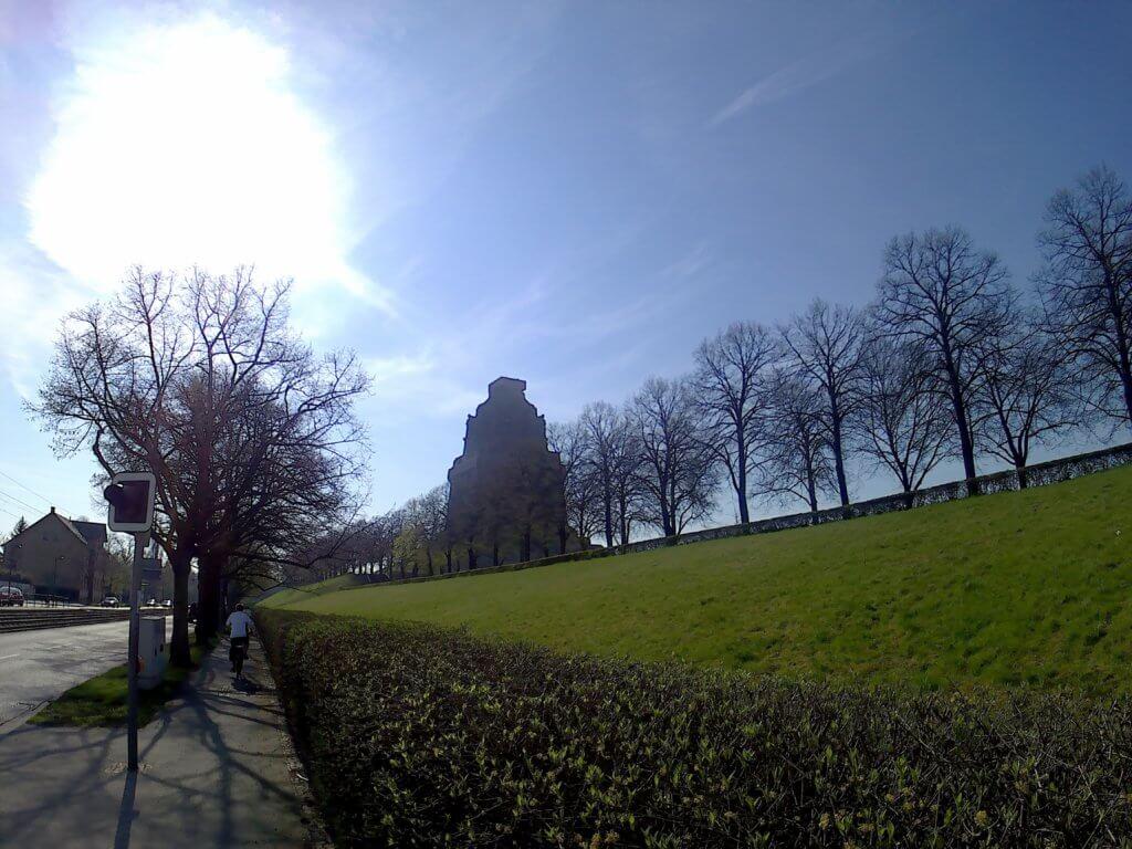 Am Völkerschlachtdenkmal vorbei (c) radelei.de
